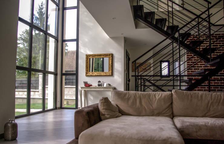 Maison Chennevières-Sur-Marne 2: Salon de style  par Daniel architectes