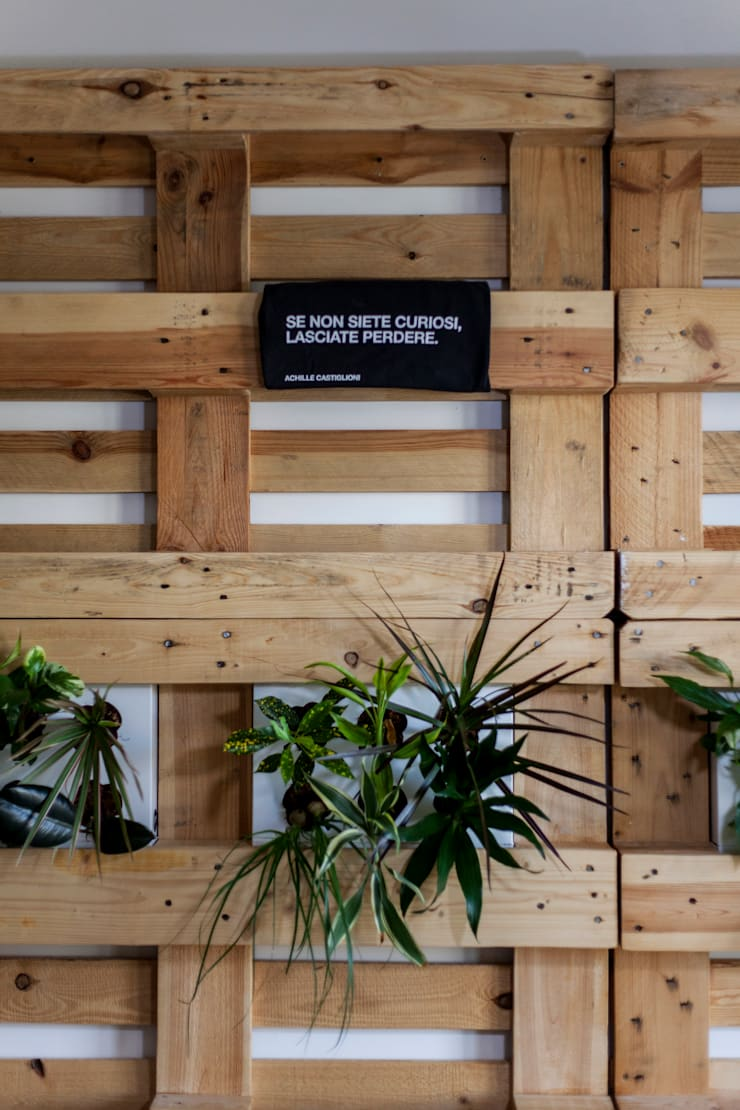 MODOM Office – Modular Work Space: Pareti & Pavimenti in stile  di MODOM srl