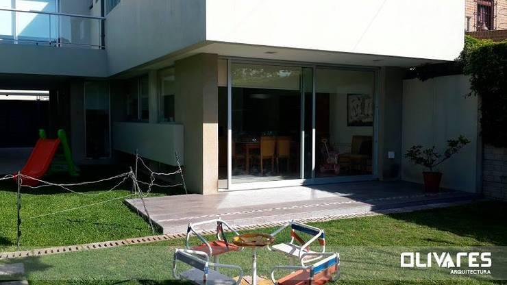 Vivienda 505: Terrazas de estilo  por Arq Olivares,Moderno