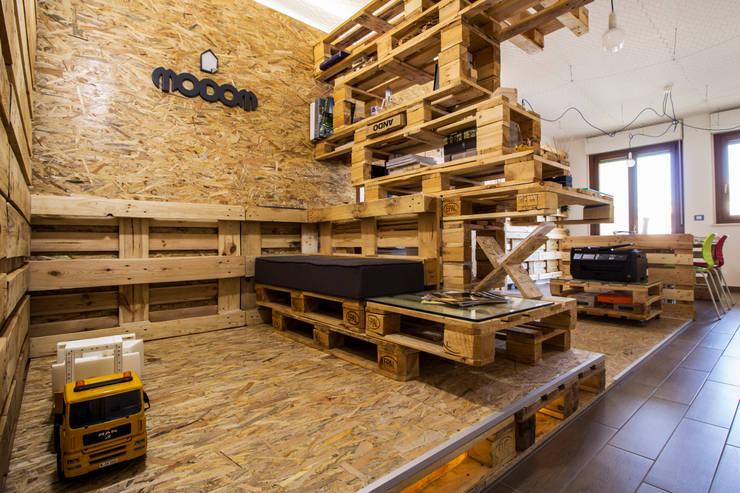 MODOM Office - Modular Work Space: Studio in stile  di MODOM srl