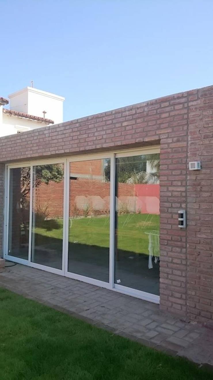 Casa Jardín: Terrazas de estilo  por Lucas Rubio Arquitecto,