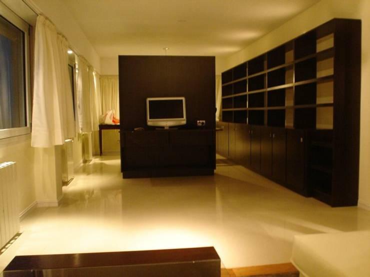 Living room by ArqmdP - Arquitectura + Diseño, Modern