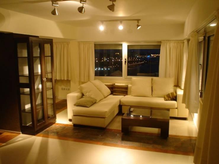 Remodelación Departamento en Cabo Corrientes: Livings de estilo escandinavo por ArqmdP - Arquitectura + Diseño