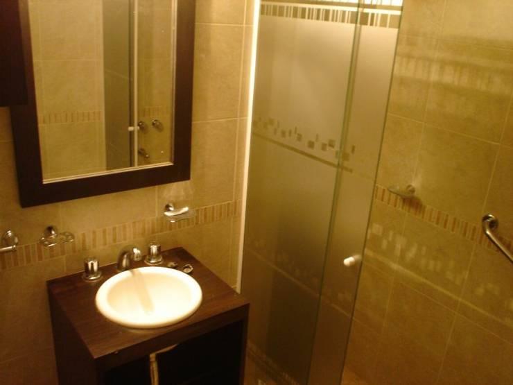 Bathroom by ArqmdP - Arquitectura + Diseño, Modern