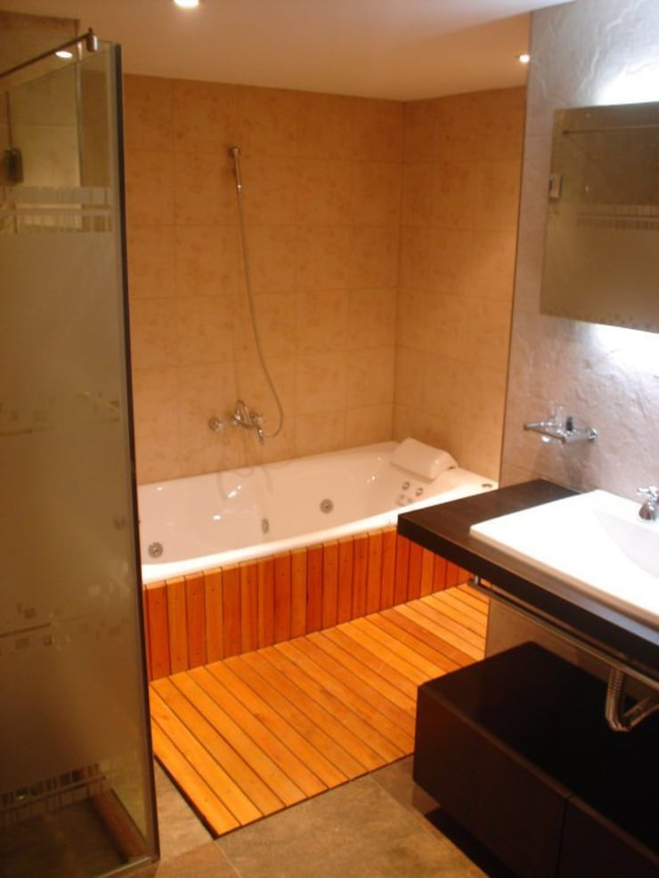 Remodelación Departamento en Cabo Corrientes: Baños de estilo  por ArqmdP - Arquitectura + Diseño