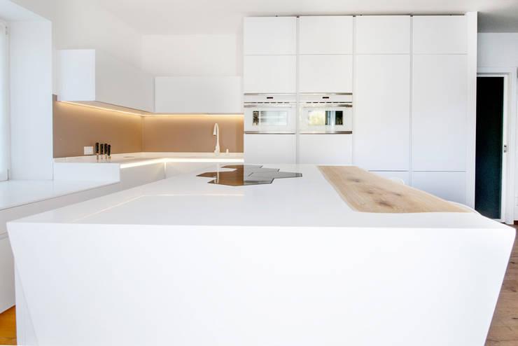 Cozinhas modernas por FALEGNAMERIA GASPERI SNC