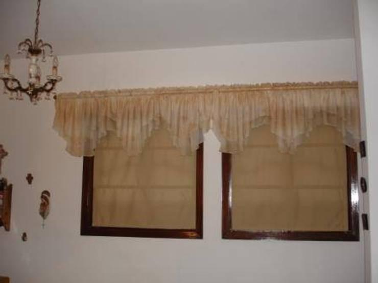Cortinas romanas, australianas enrollables: Puertas y ventanas de estilo  por INDIOS VERDES C.A