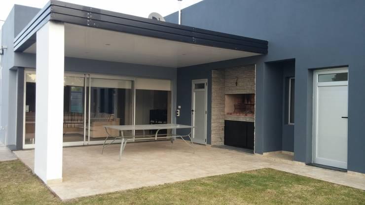 Vivienda RC: Casas de estilo  por Marina Alvear Arquitecta,