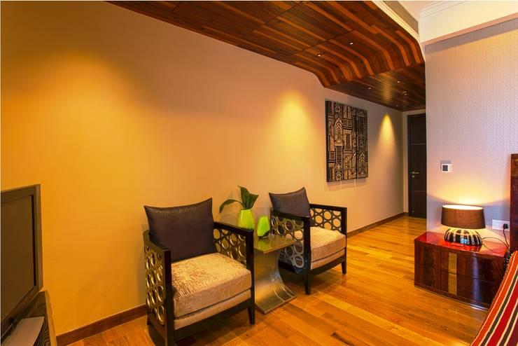 Magnolias Apartment:  Corridor & hallway by eSpaces Architects