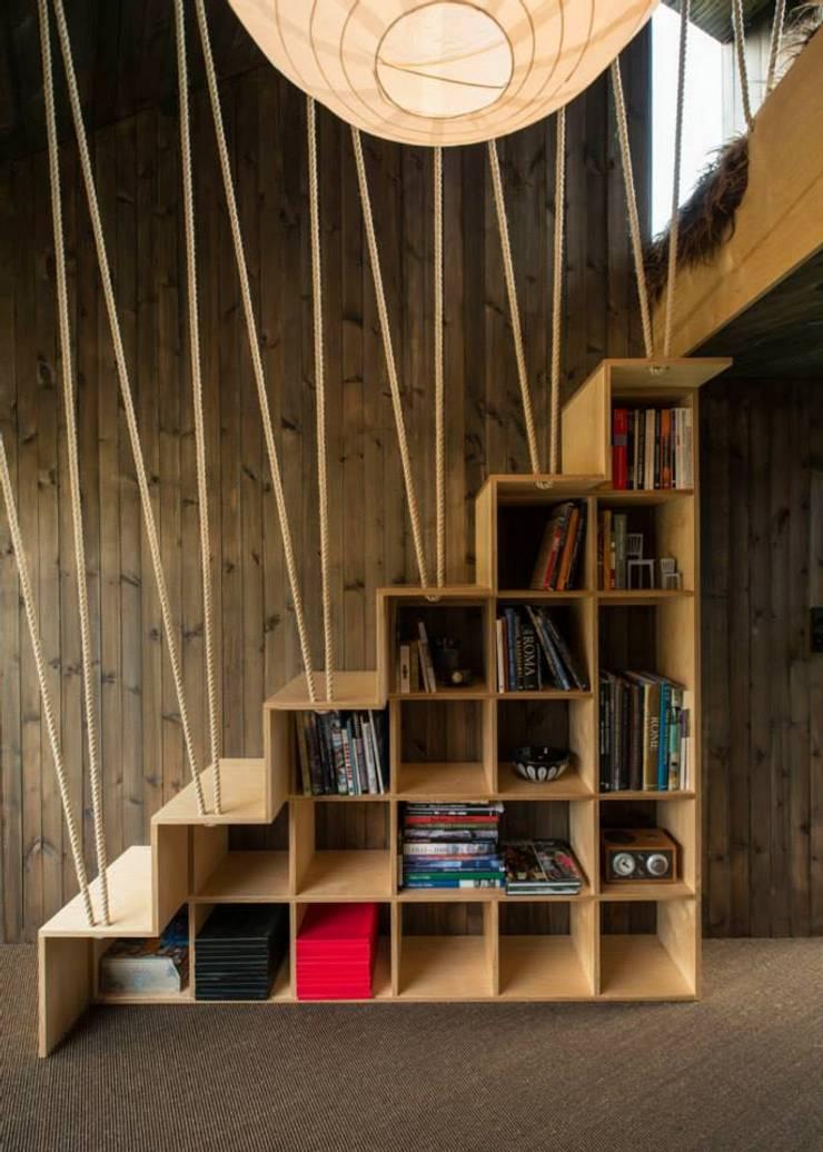 Optimización de los espacios: Pasillos y recibidores de estilo  por Ace Disegno