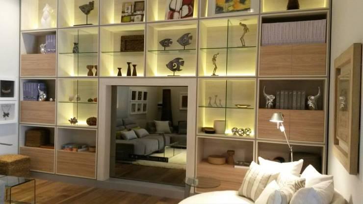 Living con equipamiento de Vanguardia: Livings de estilo  por VIP EQUIPAMIENTOS