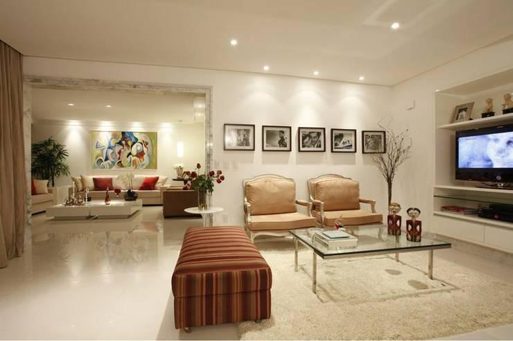 ANUÁRIO DE DECORAÇÃO 2011: Salas de estar  por MJ Projetos e Consultoria Ltda