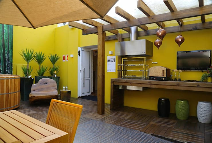 Terrazza in stile  di Meire Lemes Designer de Interiores