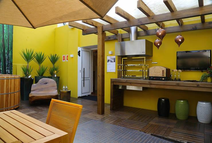 Projekty,  Taras zaprojektowane przez Meire Lemes Designer de Interiores
