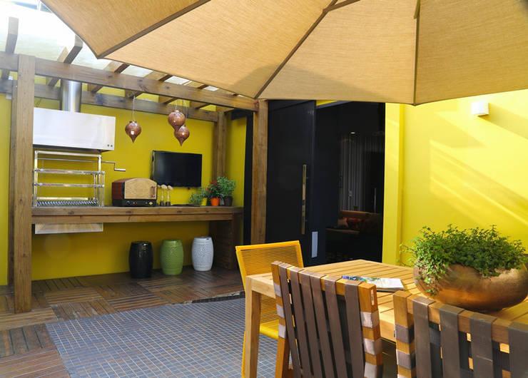 Terrazas de estilo  por Meire Lemes Designer de Interiores