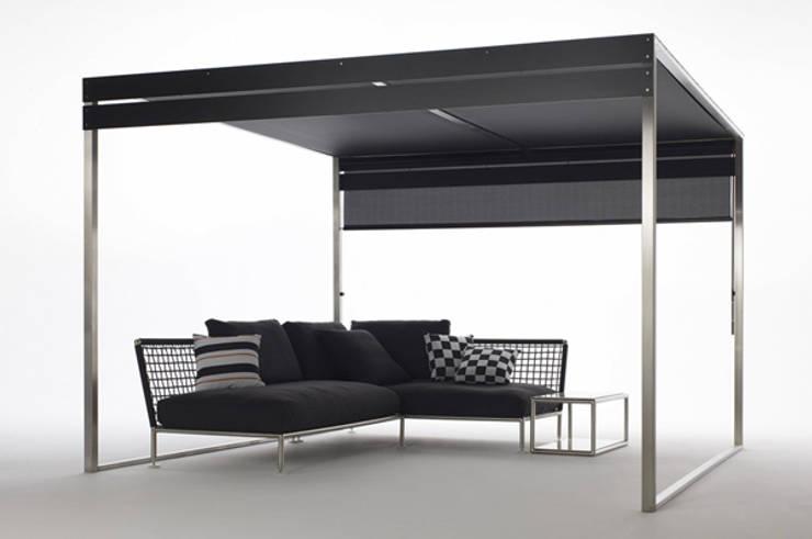 PÉRGOLA: Balcones, porches y terrazas de estilo moderno por PATTIO Premium Outdoors