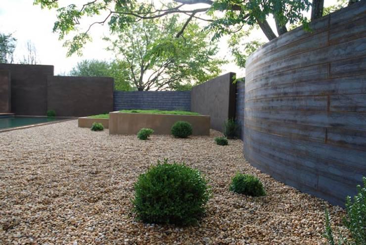 Un espace contemporain zen: Jardin de style  par JARDIN GECKO