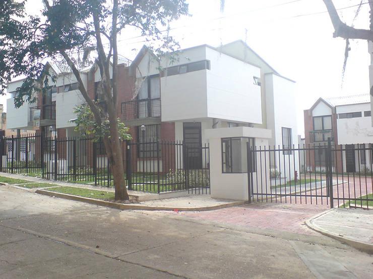 Casa 3: Casas de estilo  por Aca de Colombia