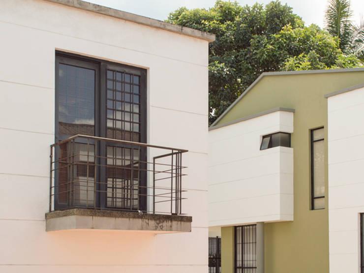 Casa 10: Casas de estilo  por Aca de Colombia