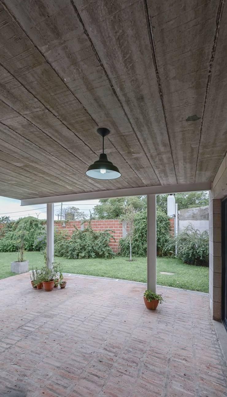 Casas unifamiliares: Terrazas de estilo  por ggap.arquitectura