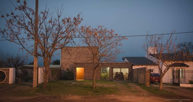 Casas unifamiliares: Casas de estilo  por ggap.arquitectura