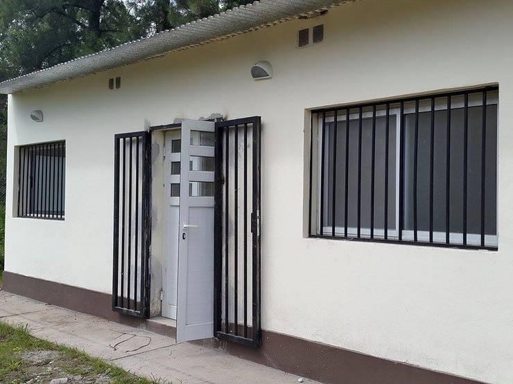 Trabajos con vidrio y aluminio: Casas de estilo  por Tucuman Aluminio