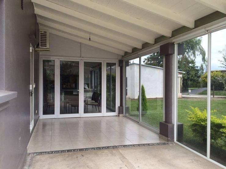 Trabajos con vidrio y aluminio Puertas y ventanas modernas de Tucuman Aluminio Moderno