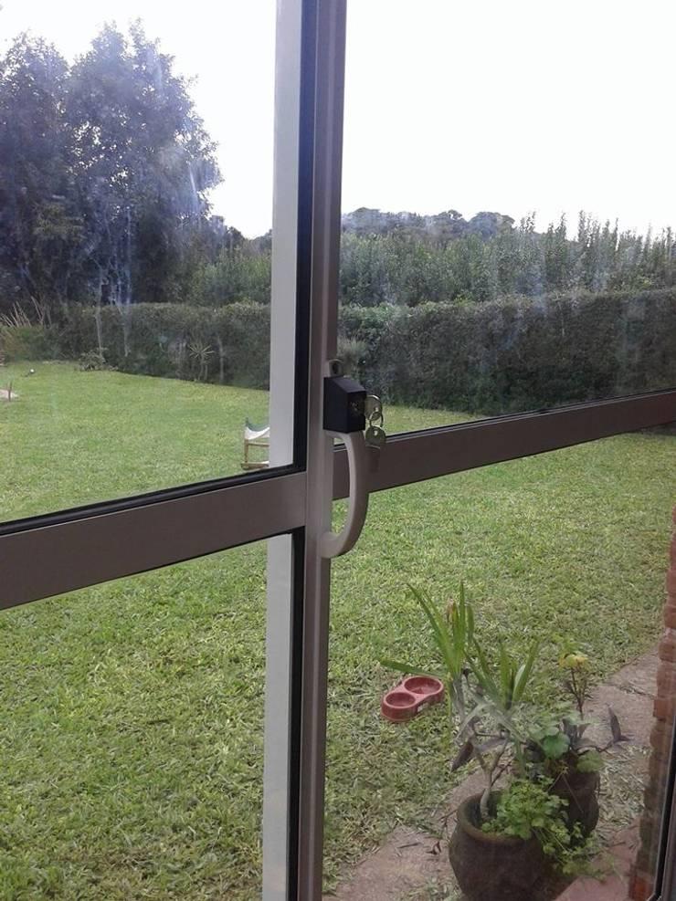 Trabajos con vidrio y aluminio: Ventanas de estilo  por Tucuman Aluminio