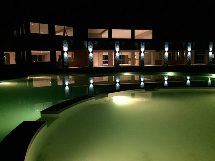 La Alameda – Barrio Privado & Spa: Spa de estilo  por Surpool - Diseño de Espacios de Agua