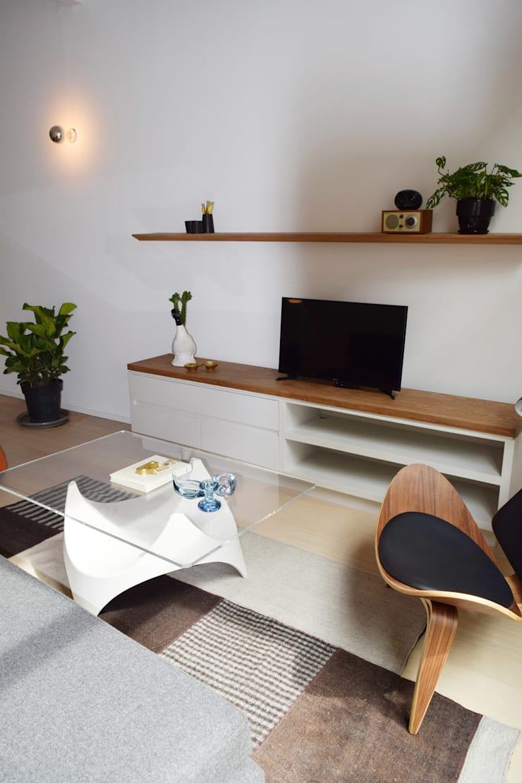 Donceles 18: Salas multimedia de estilo  por Germán Velasco Arquitectos