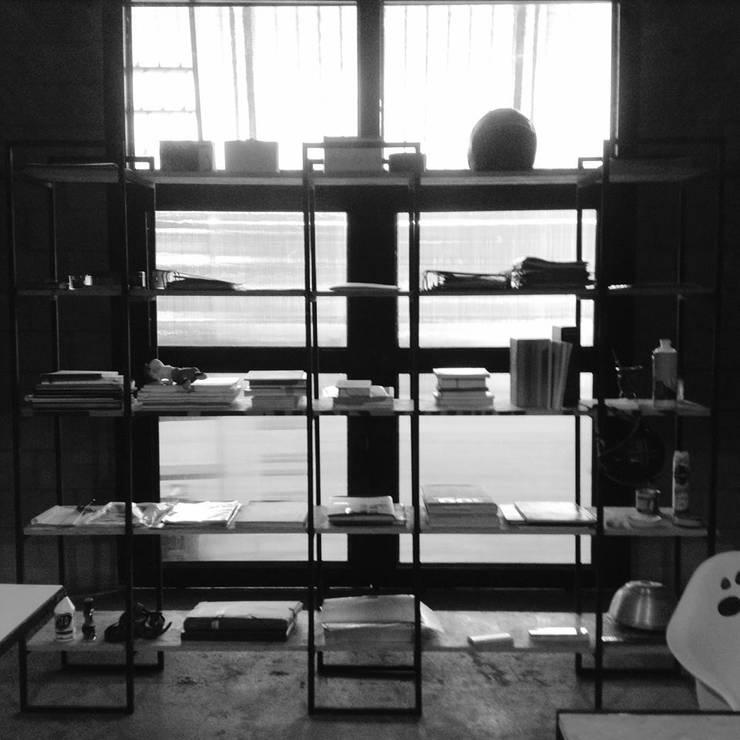 Proyectos : Oficinas y Tiendas de estilo  por ROGER ZAGO ARQUITECTURA