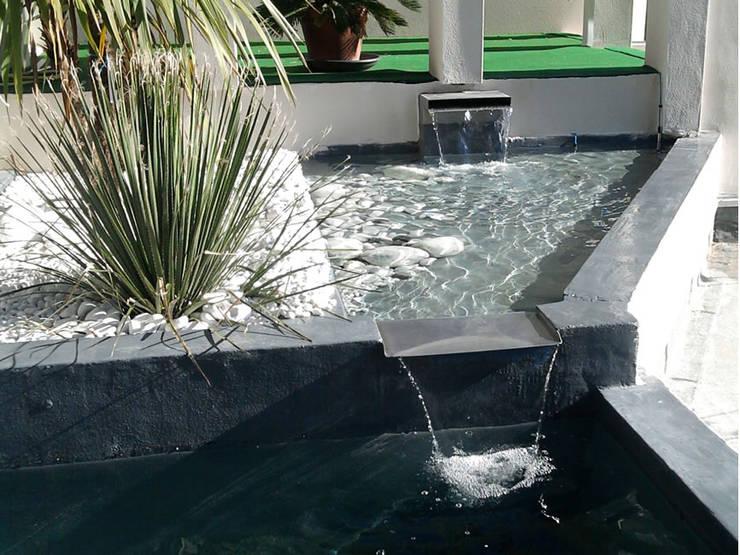 Bassins et fontaines: Jardin de style  par Vert-parc