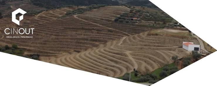 Construção Armazém Agrícola : Espaços comerciais  por CINOUT - Obras, Design e Manutenção Lda.