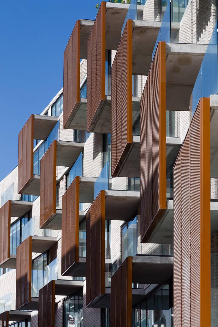 Via Cordillera Edificio EMA : Terrazas de estilo  por Miguel de la Torre Arquitectos
