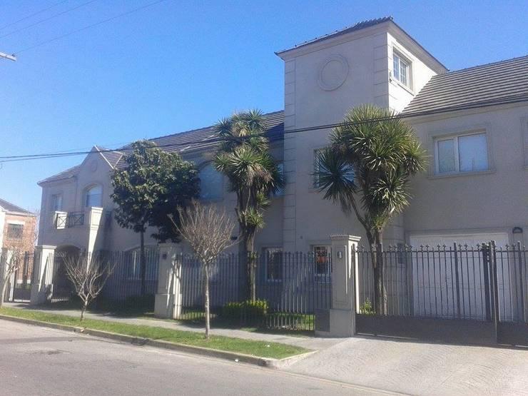 Vivienda Unifamiliar : Casas de estilo  por Grupo A3 Constructora,