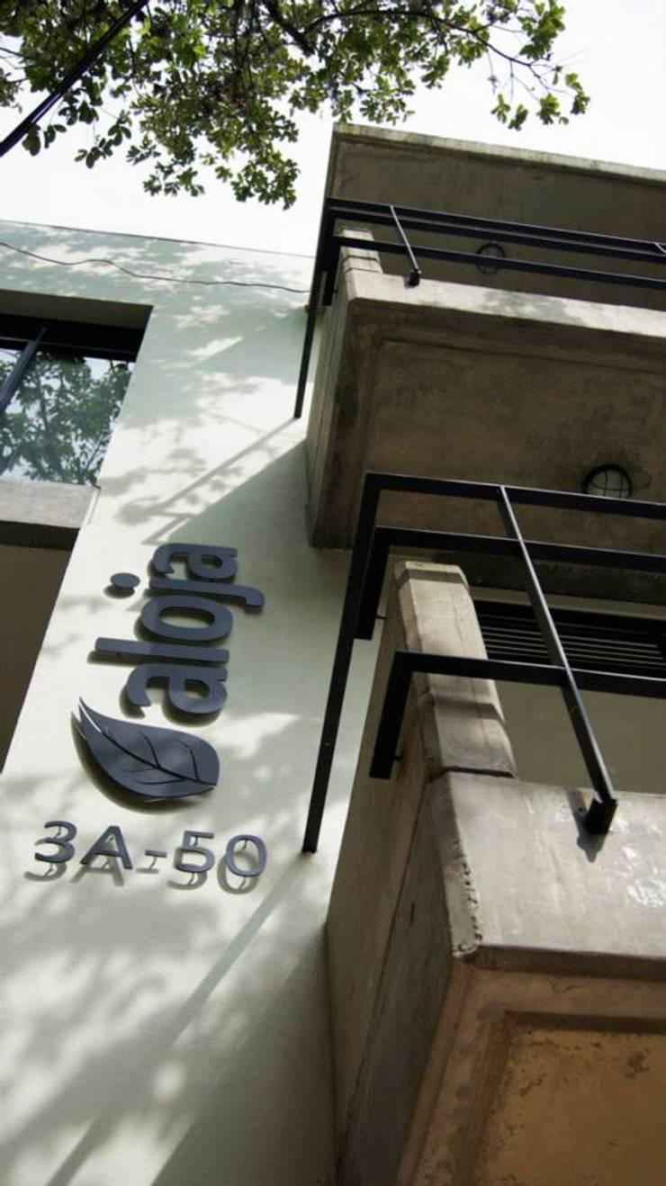 Aloja: Terrazas de estilo  por OM arquitectura & Urbanismo