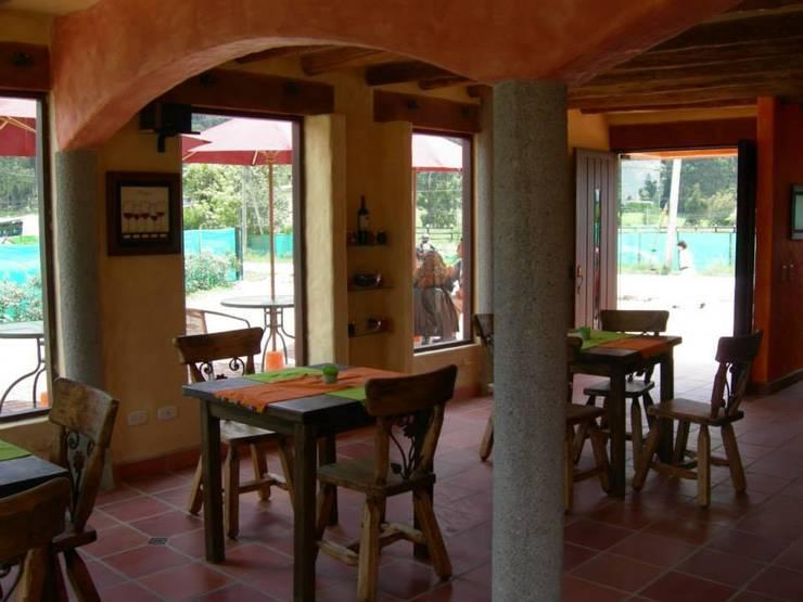 Restaurante Barro Viejo: Locales gastronómicos de estilo  por LAB.au - Laboratorio de Arquitectura y Diseño