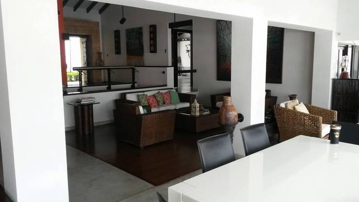 Proyecto: Salas / recibidores de estilo  por LFC Arquitectos