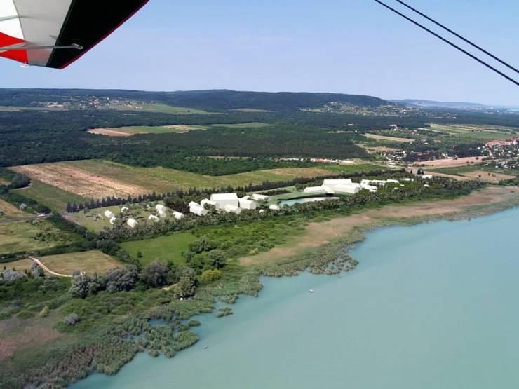 Balatonakali Eco-Touristic Resort (Hungary):  de estilo  por glocalstudio