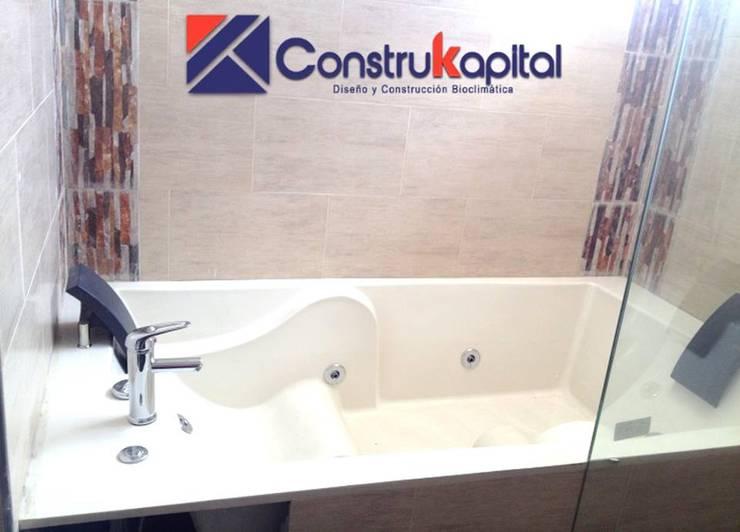 Trabajos: Baños de estilo  por ConstruKapital , Moderno