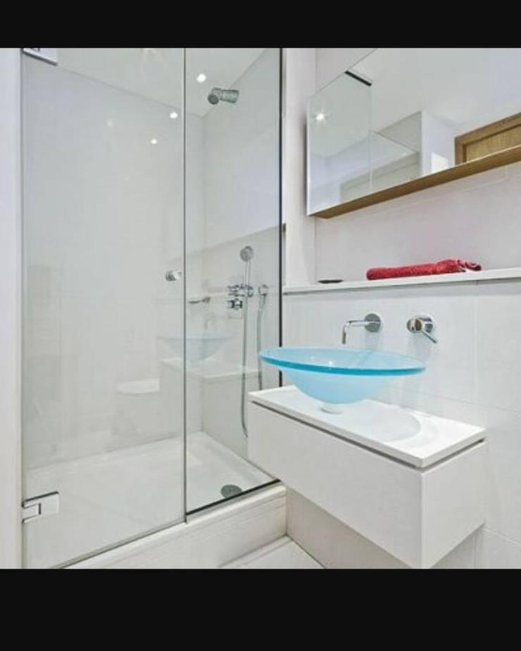 Construcciones: Baños de estilo  por Construcciones Gomo S.A.S