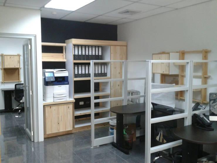 Oficina en Macaracuay: Oficinas y Tiendas de estilo  por Safari