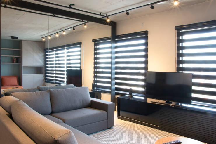 Living: Salas de estar modernas por MONICA SPADA DURANTE ARQUITETURA