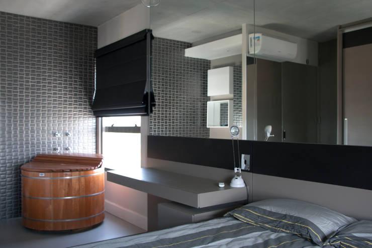 Suite Integrada: Quartos  por MONICA SPADA DURANTE ARQUITETURA