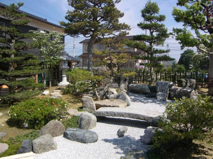 Сады в . Автор – 株式会社 砂土居造園/SUNADOI LANDSCAPE