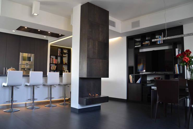 Appartamento Milano Naviglio: Ingresso & Corridoio in stile  di DCA Studio - Davide Carelli Architetto