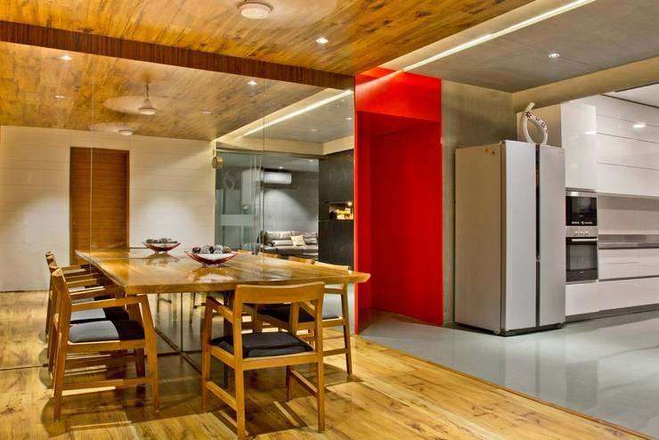 Pachani's residence:  Dining room by Neogenesis+Studi0261,Modern