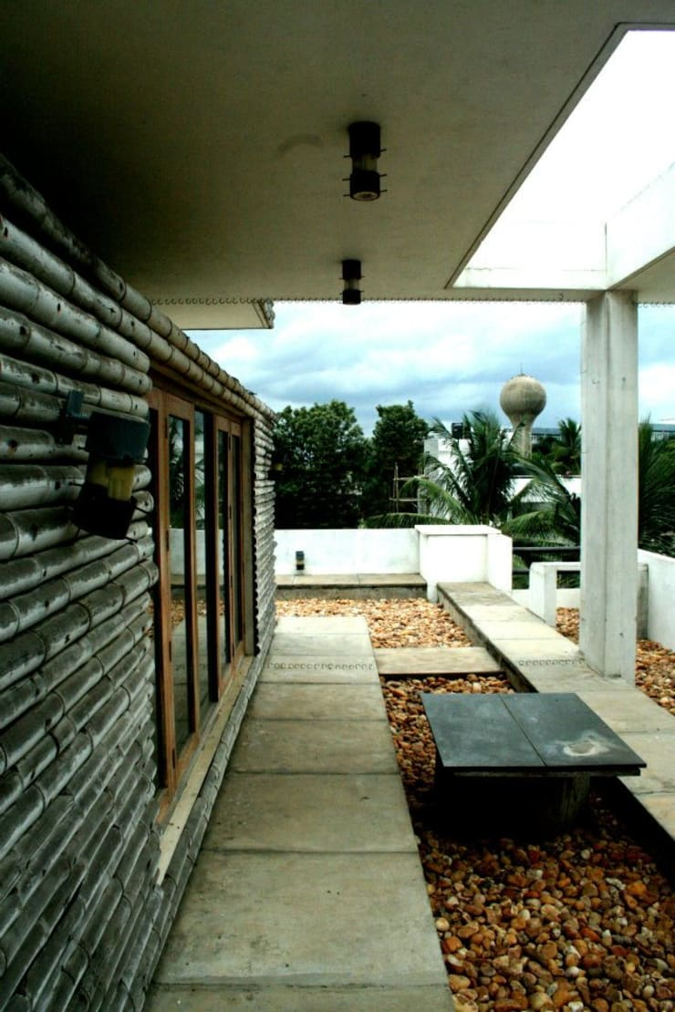 Exterior Dining:  Terrace by BETWEENLINES,