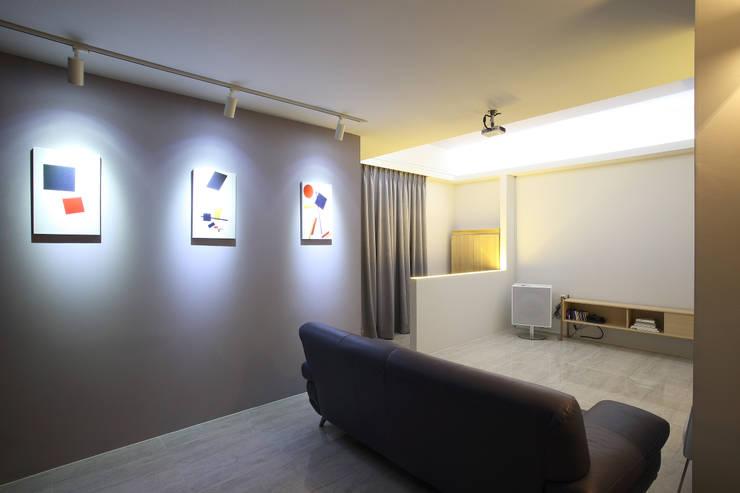 Mix in Match : 복층형 타운하우스: O-Scape Architecten의  거실