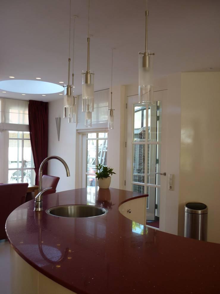 Keukenblok:  Woonkamer door Interieurarchitect Selma van der Velden-Artun
